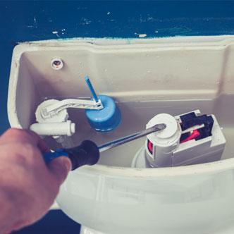 img-hand-fixing-toilet